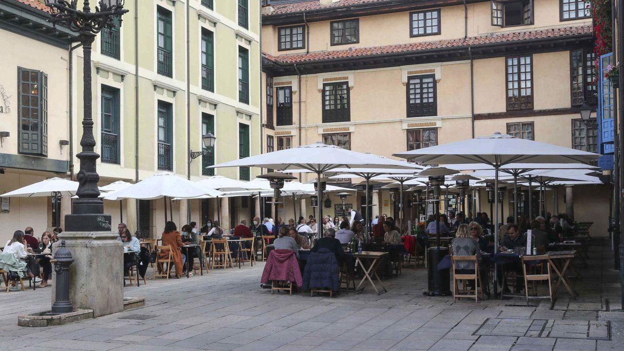 Vista de una terraza en el centro de Oviedo