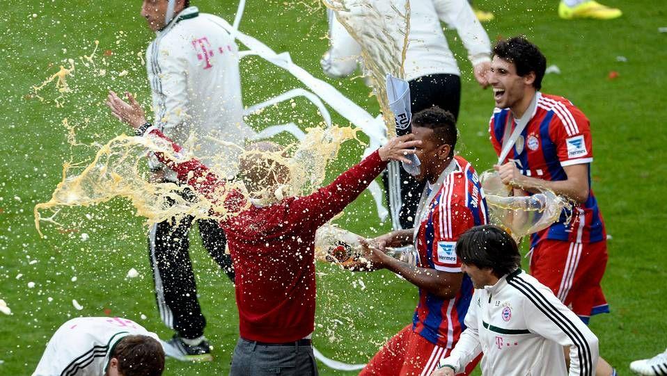 El Bayern celebra su Bundesliga con cerveza