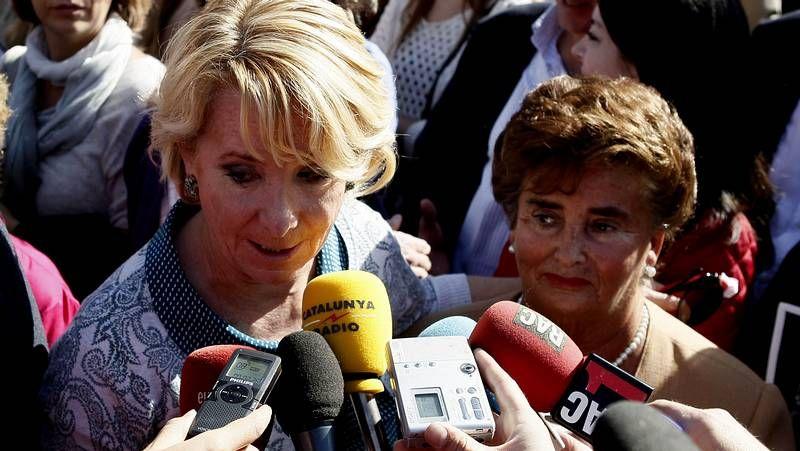 Esperanza Aguirre, increpada en la manifestación de la AVT