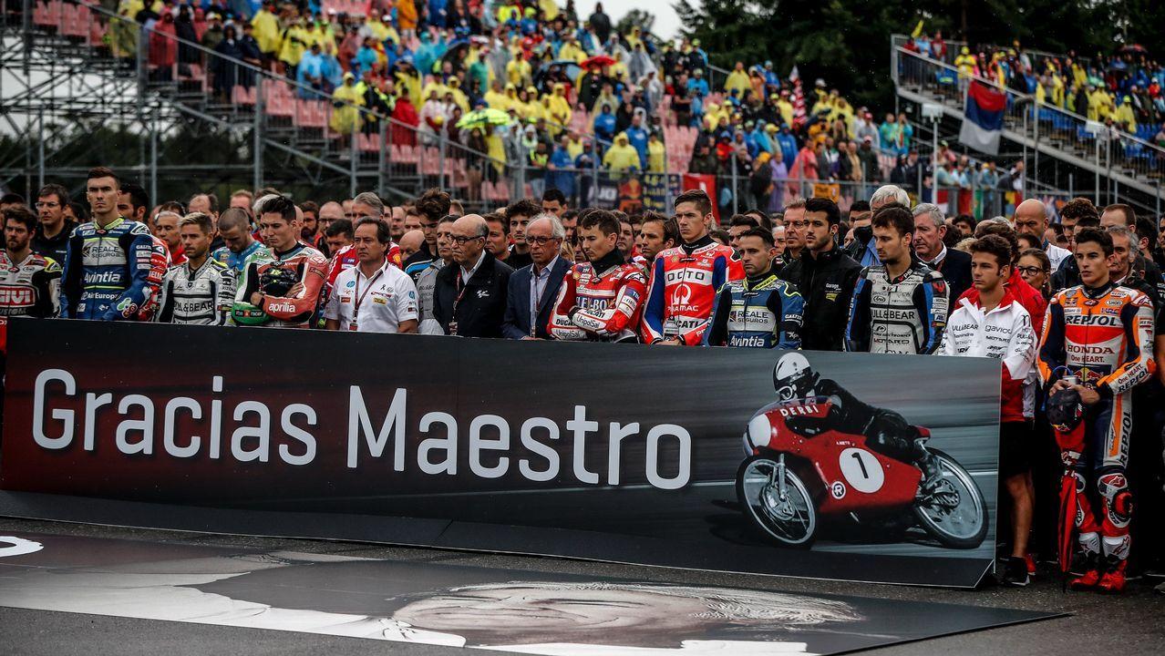 Los pilotos guardaron un minuto de silencio antes del comienzo del Gran Premio de Brno, en la Republica Checa
