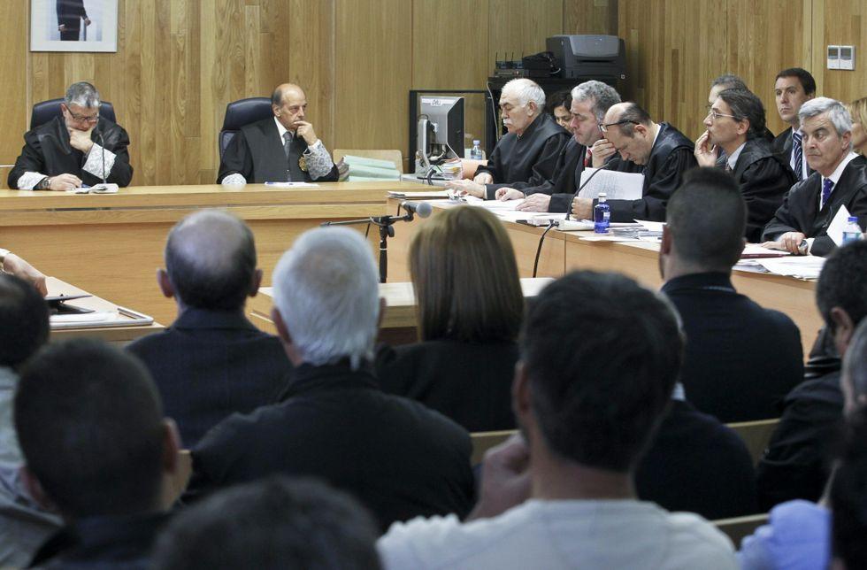 Los numerosos abogados presentes en la causa, pendientes de lo que haga el Supremo.