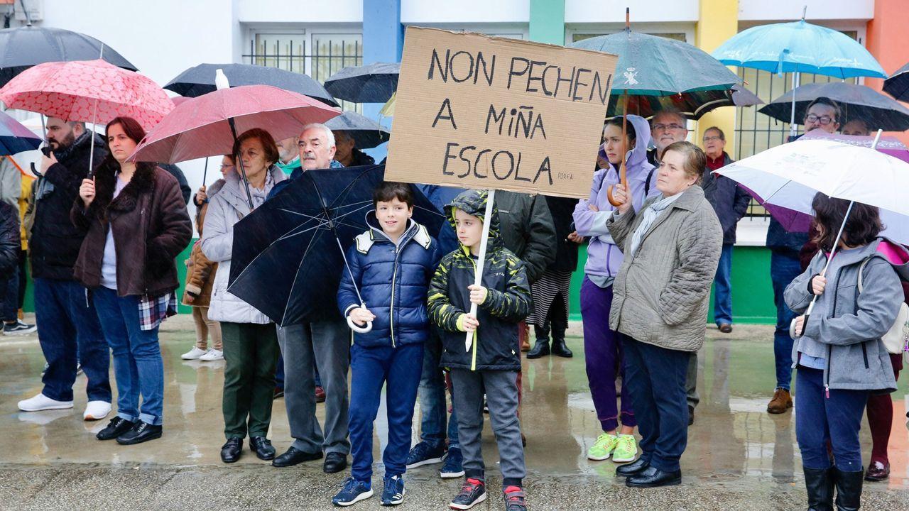 Concentración contra el cierre de la escuela de Carnoedo, en Sada, el pasado mes de diciembre