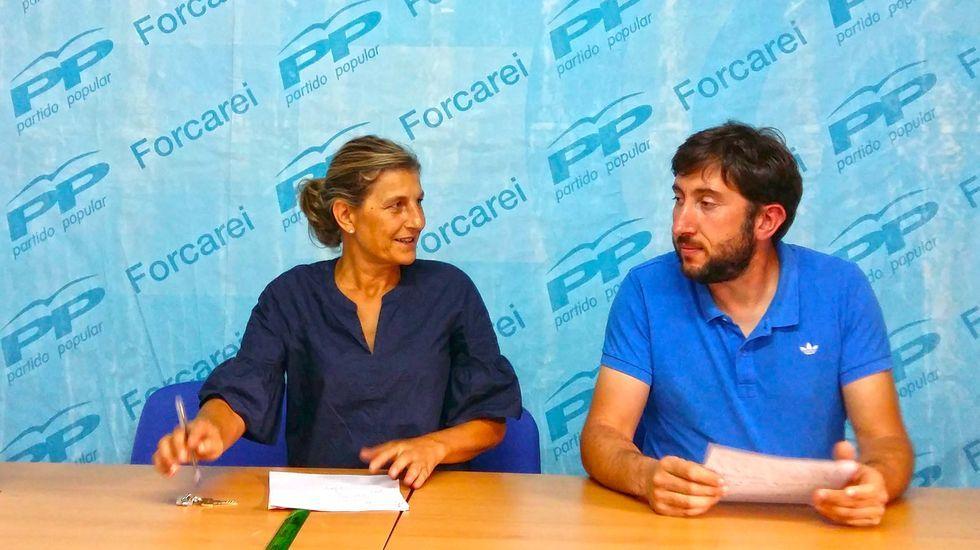 Ourense estrea biblioteca.Funcionarios saliendo de las instalaciones de la Xunta en San Caetano