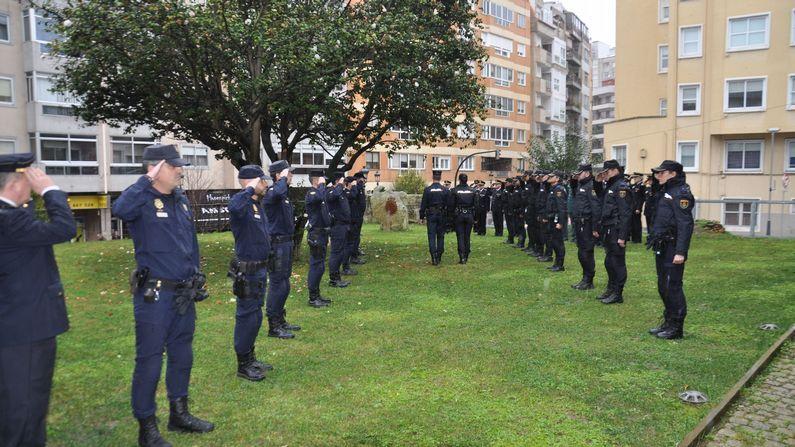 Interior destaca el paralelismo con los terroristas de «Charlie Hebdo».En la comisaría de Vigo se ha llevado a cabo esta mañana una ofrenda floral en memoria de Vanessa Lage