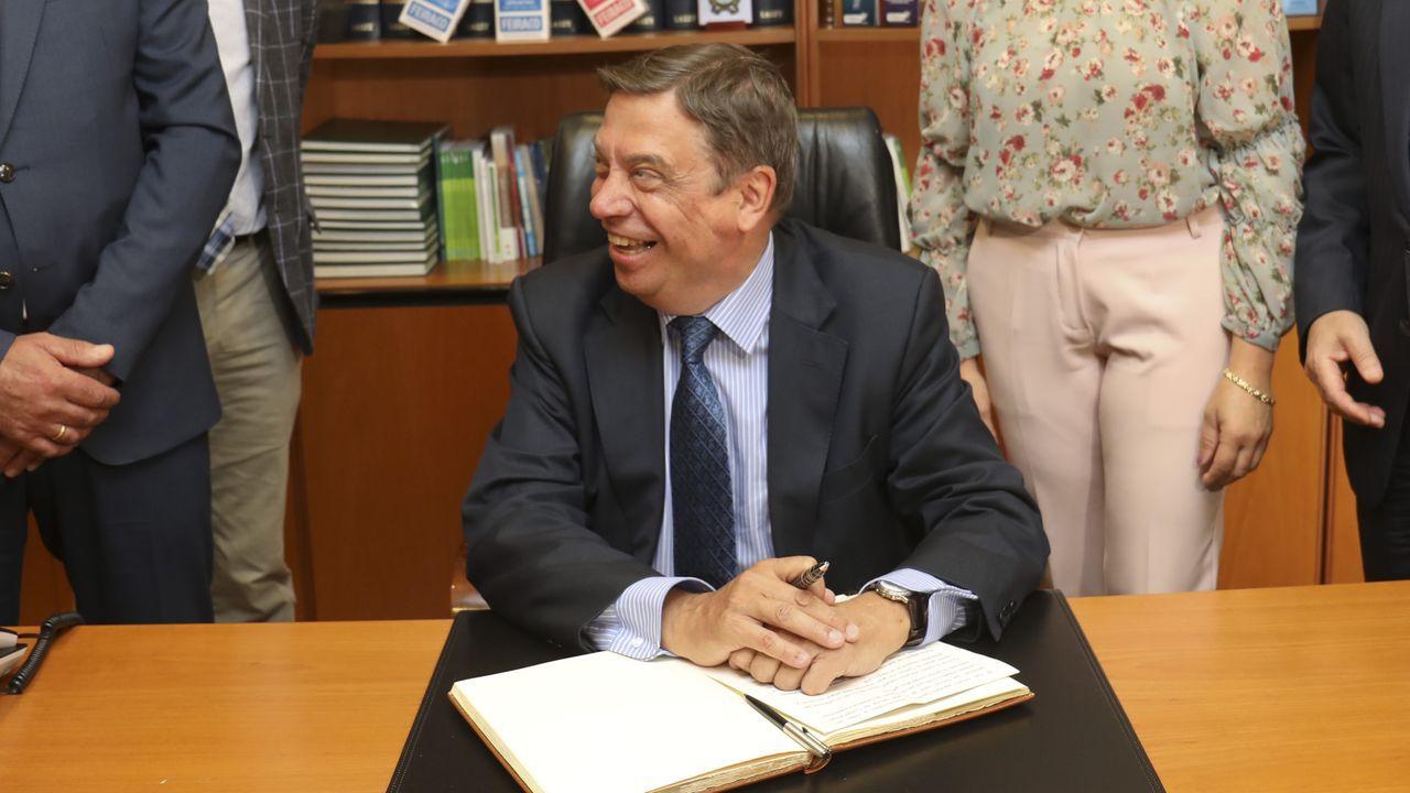 El ministro de Agricultura, Luis Planas, en la sede de la láctea CLUN
