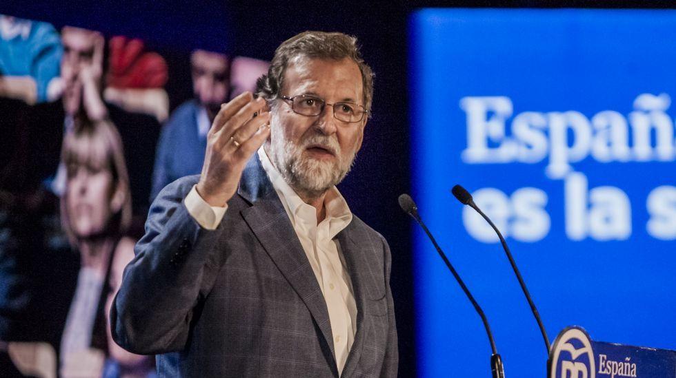 Mariano Rajoy.Fatima Báñez, con los representantes de CCOO y UGT