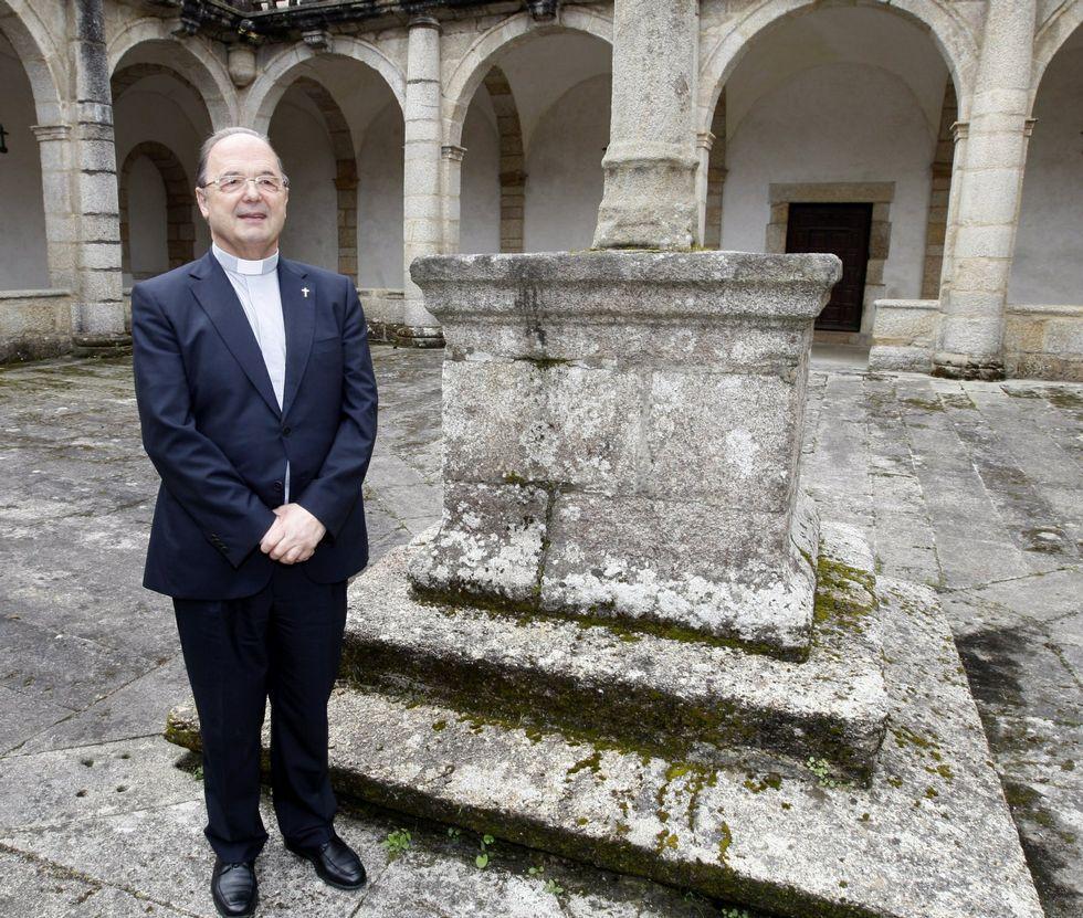 Rodríguez Basanta, no claustro da catedral mindoniense o día que o nomearon administrador.