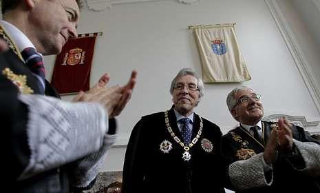 Cadenas, con la Cruz de Honor de la Orden de San Raimundo de Peñafort, con Gonzalo Moliner.