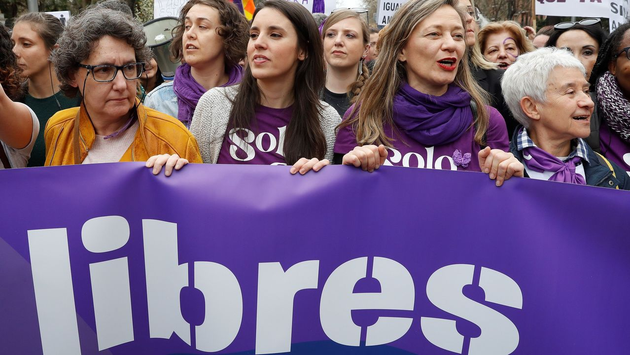 Así fue la manifestación feminista de esta tarde en Carballo.Rosario del Camino, abadesa del monasterio de San Pelayo (Las Pelayas) de Oviedo