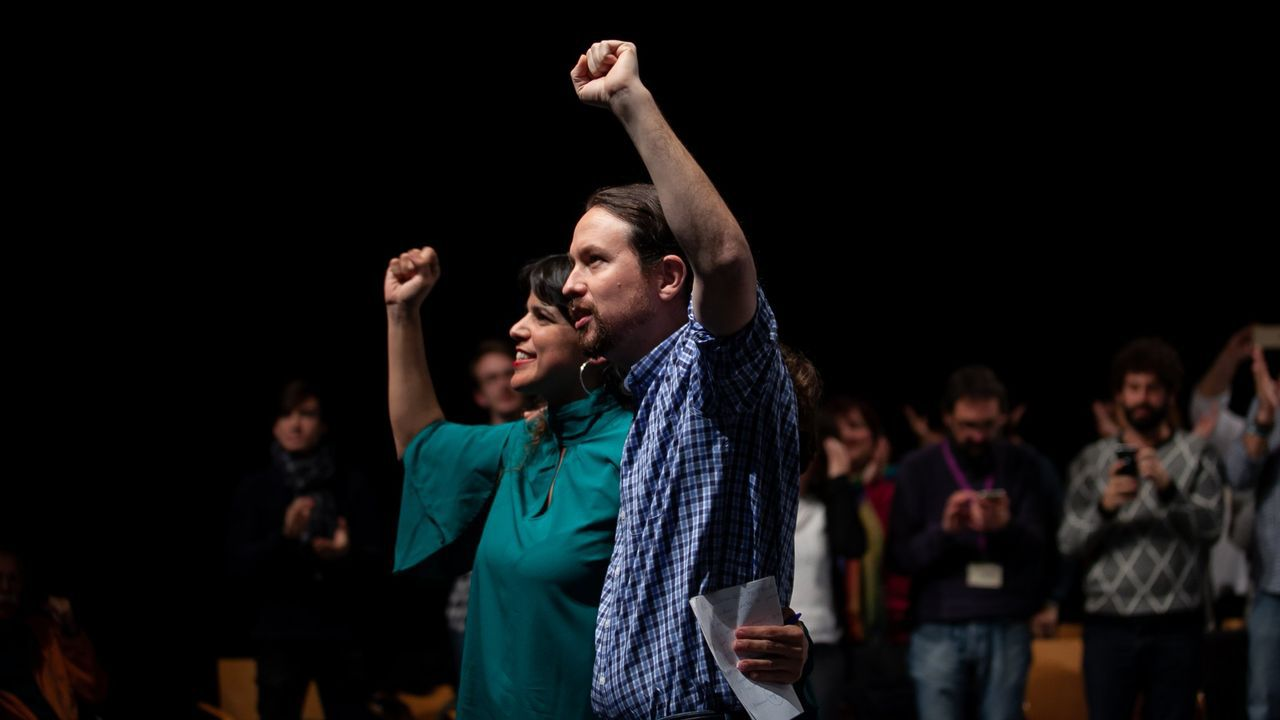 Teresa Rodríguez y Pablo Iglesias, durante un mitin en el 2018