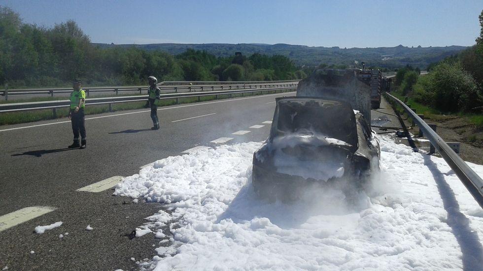 Les arde el coche en la A-52 de regreso a Madrid