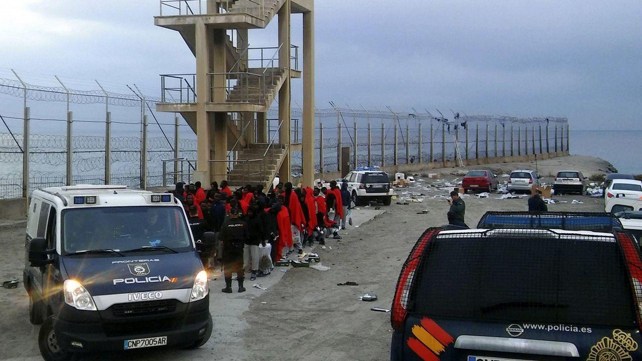 El Cantabria regresa a Ferrol por Navidad.Immigrantes llegan al puerto de Motril después de serem rescatados