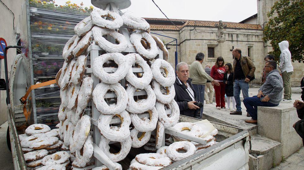 La primera parte de la venta de roscas empezó a las nueve y media frente al convento de las Clarisas. La segunda será tras la misa y procesión de las doce y media
