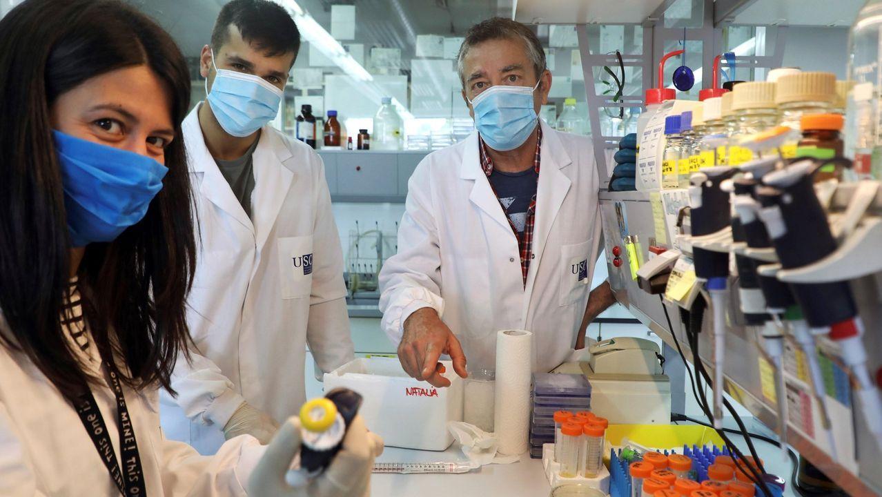 investigadores en el laboratorio del  CIQUS  de la Universidad de Santiago