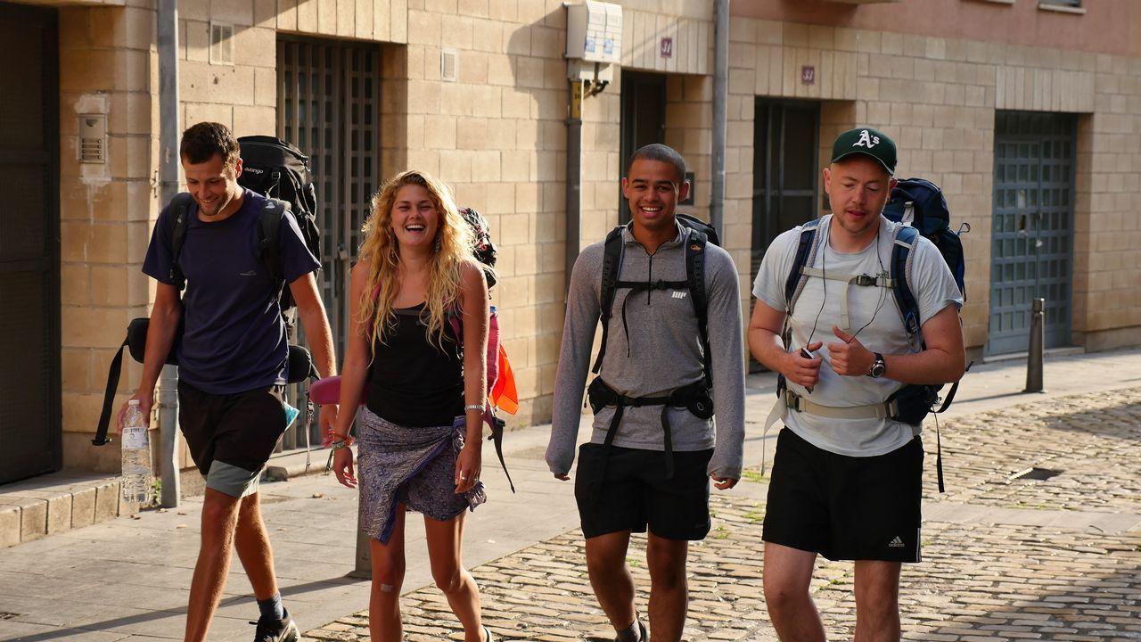 El Camino se anima en Nájera.Ricardo, argentino, lidera un grupo de mochileros que la ruta jacobea ha juntado