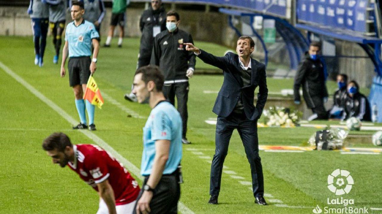 Ziganda Real Oviedo Ponferradina Carlos Tartiere.Ziganda da instrucciones durante el encuentro ante la Deportiva Ponferradina