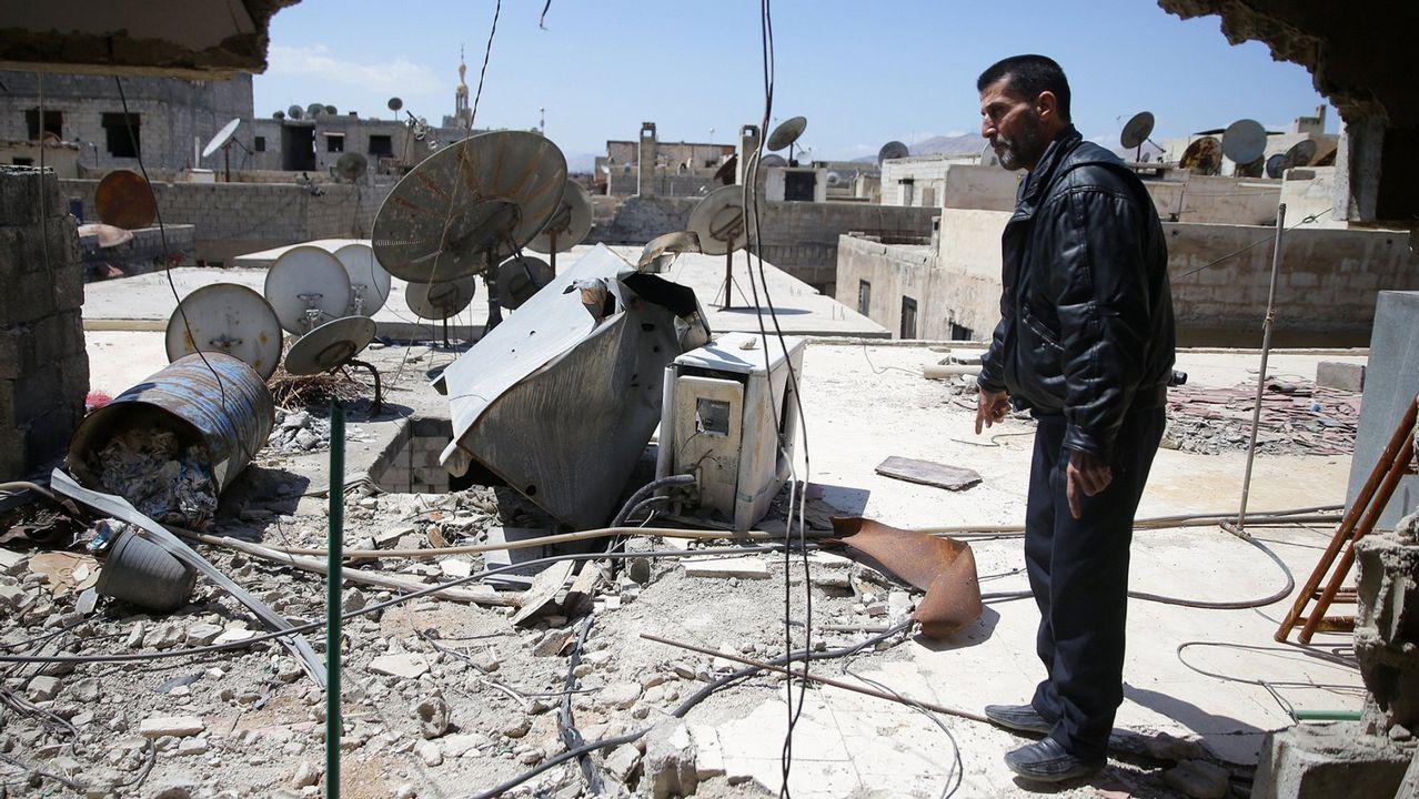 La toma de Mosul, un golpe letal a las ambiciones del Estado Islámico.Policías iraquíes celebran la declaración oficial de victoria sobre el Estado Islámico en Mosul