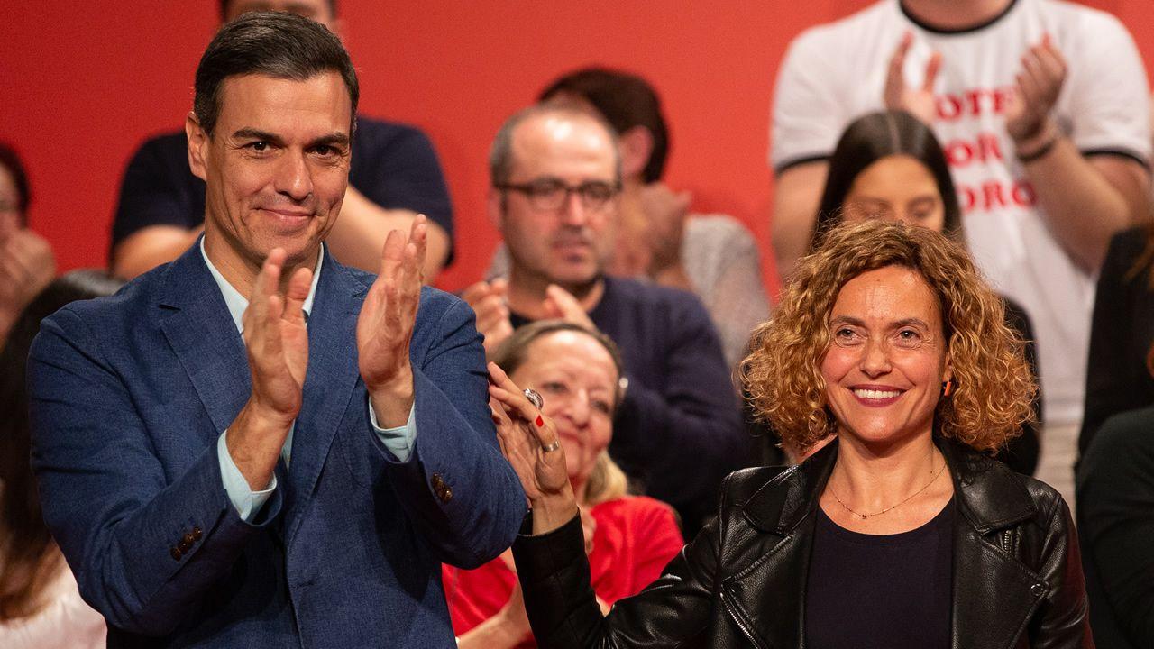 Irene Montero saluda a Pedro Sánchez