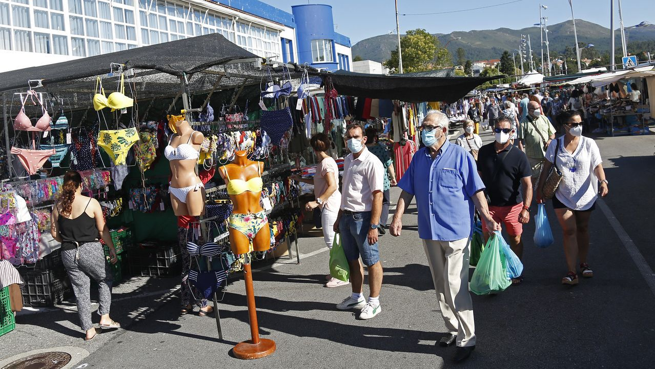 El mercadillo de A Pobra recuperó la normalidad hace una semana, cuando regresaron todos los comerciantes