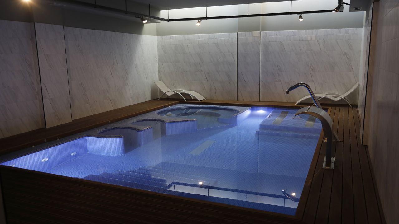 El spa del Oca IMI cuenta con una piscina con chorros