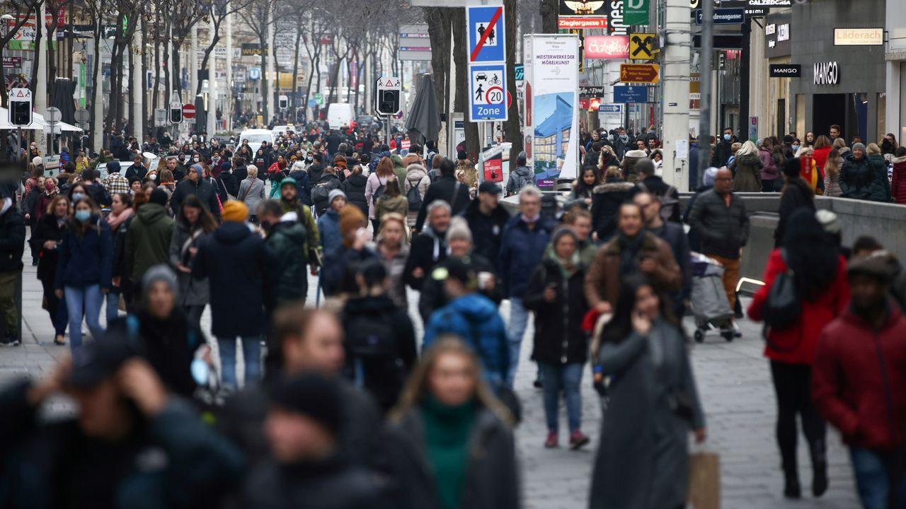 Lectura del palmarés del FICX.Los vieneses salieron a la calle de forma masiva este sabado antes del inicio del confinamiento