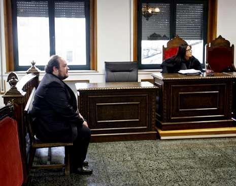 El acusado, durante el juicio celebrado ayer en Ourense.