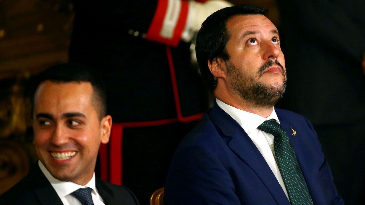 Matteo Salvini, a la derecha, junto a su compañero de gabinete Luigi di Maio, del Movimiento 5M
