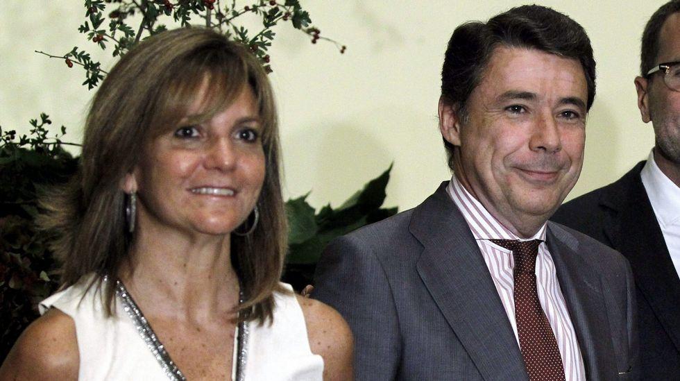 Aznarh.Manuel Moix, saluda al presidente de este Tribunal Supremo, Carlos Lesmes (i) durante el acto en el que ha tomado posesión como nuevo fiscal jefe de la Fiscalía Anticorrupción