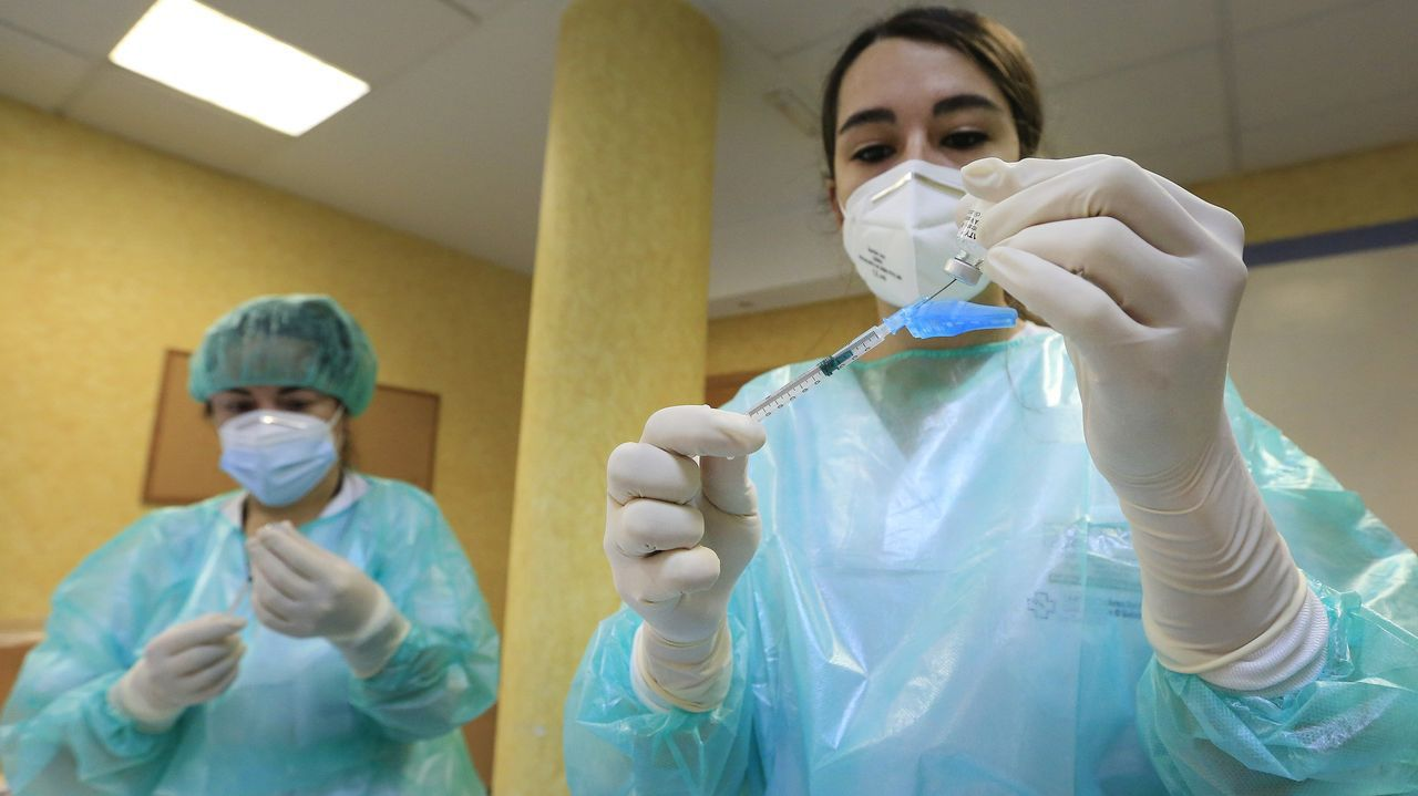Así trabaja el laboratorio de microbiología del Chuvi.Negueira de Muñiz es el único concello gallego sin casos de coronavirus