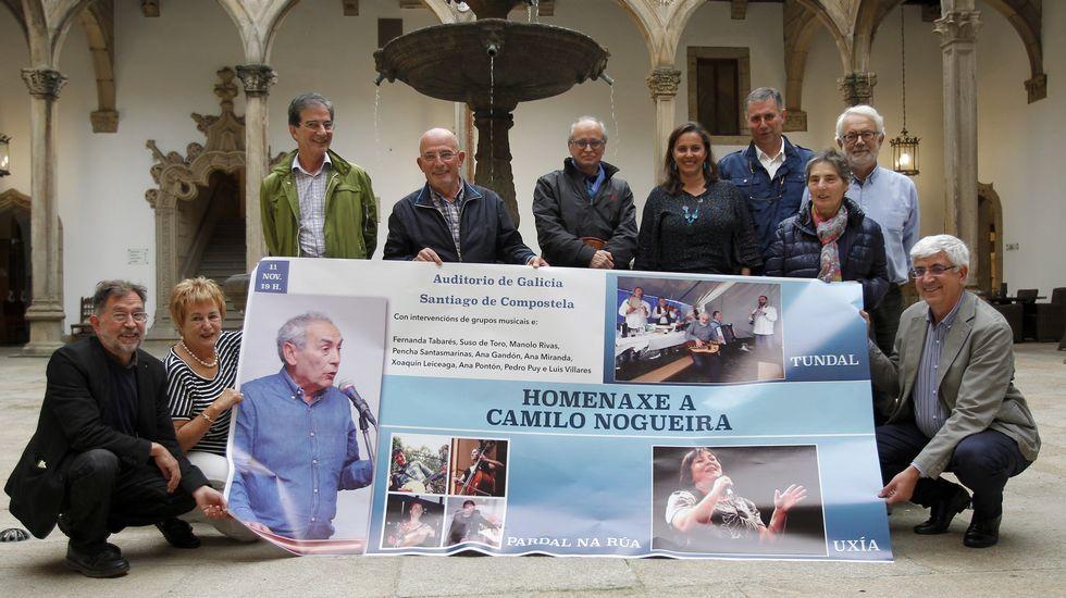 Camilo Nogueira, un gallego «teimudo» y «xeneroso».Camilo Nogueira, con la líder del BNG, Ana Pontón, en el acto en el qeu se le rindió homenaje en Santiago.