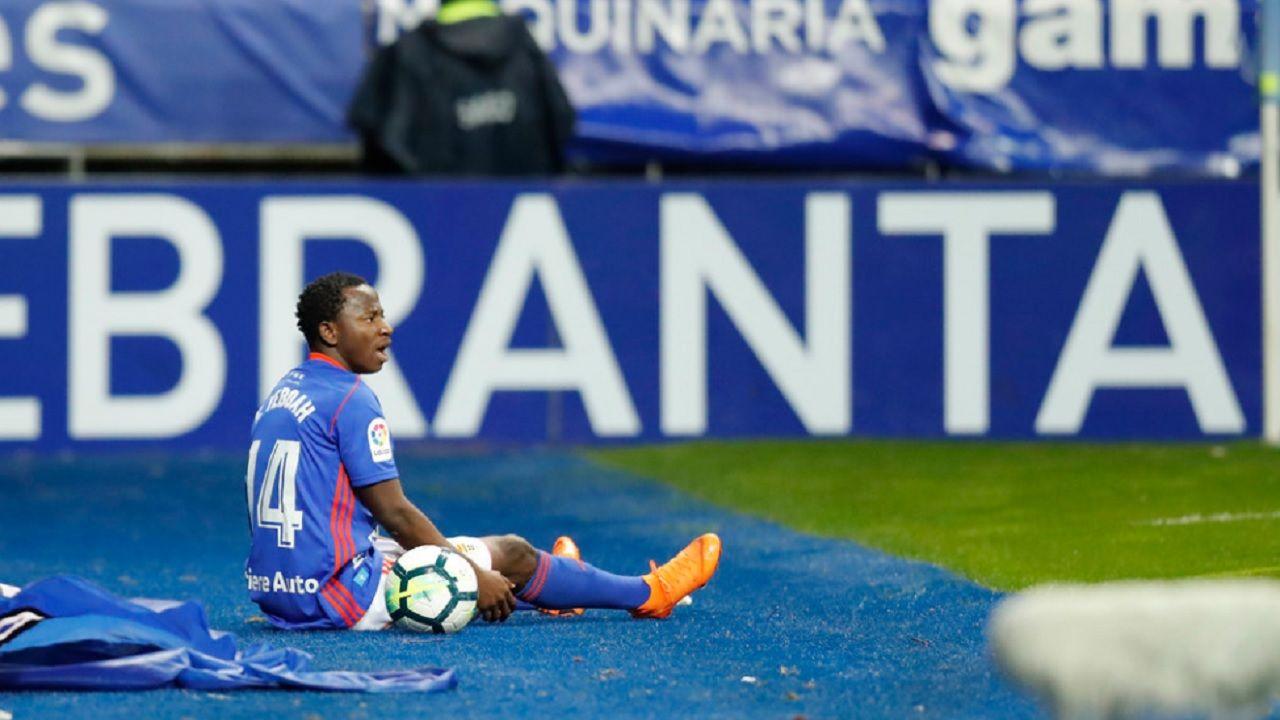 Messi: «Jamás iría a juicio contra el club de mi vida, por eso me voy a quedar».Yeboah, en el suelo tras una jugada individual