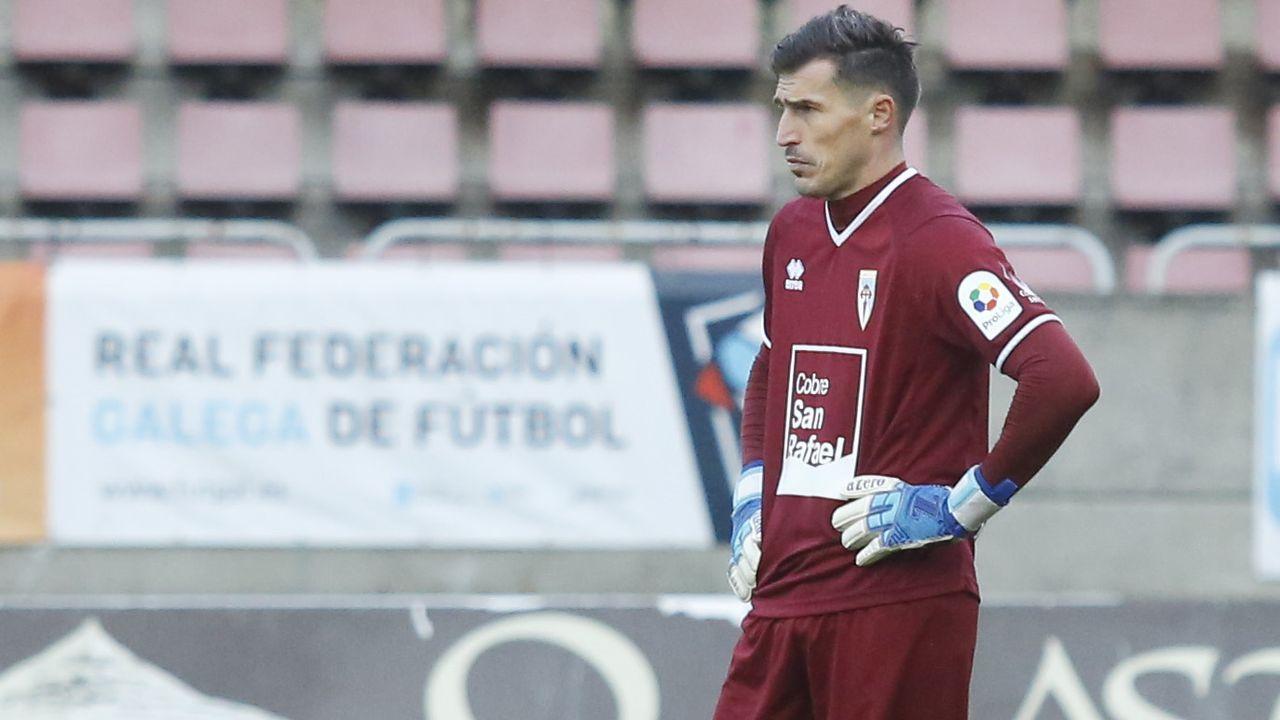 Guille Bernabeu Fran Alvarez Valladolid Promesas Vetusta Zorrilla.Rayco, Villares y Bergantiños, junto a Agbo en un entrenamiento