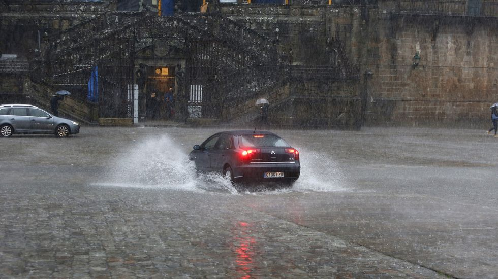 Las lluvias causan numerosas inundaciones en Santiago.El nuevo gerente de Incolsa (en la imagen, su sede del Vilar) lo elegirá una comisión técnica.