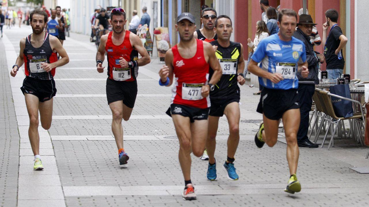Varios corredores durante la Media maratón de As Catedrais en 2015