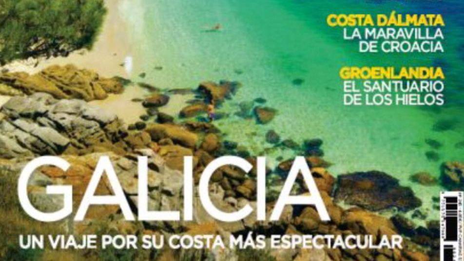 Vídeo deun tiburón nadando a pie de playa en Fontela, Barreiros.El miércoles, cuando apareció la mancha, una lancha de la Guardia Civil acudió a la playa de Lago