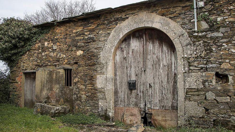 Vieja puerta en la Casa Grande de Pando