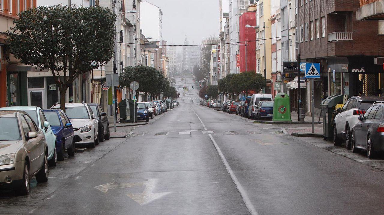 Carretera de Castilla desierta, donde fue multado en la madrugada del domingo un viandante por desobedecer las restricciones del estado de alarma