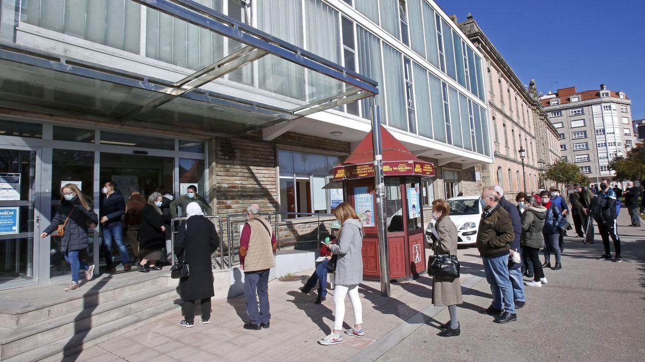 Acceso al centro de salud Virxe Peregrina, en Pontevedra, el pasado febrero