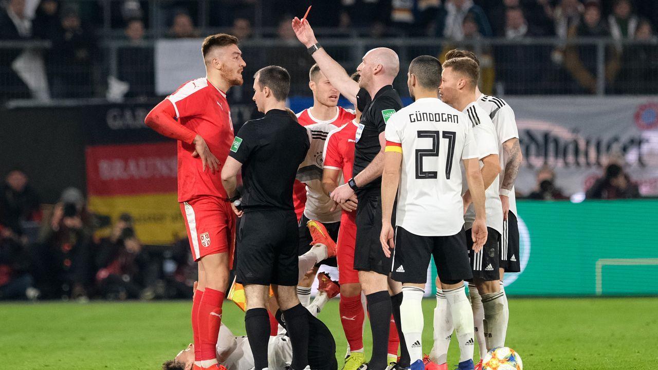 Enfrentamientos violentos en elOlympiacos - Bayern juvenil.En primer término, Lampropoulos, Santos y Koné en un entrenamiento