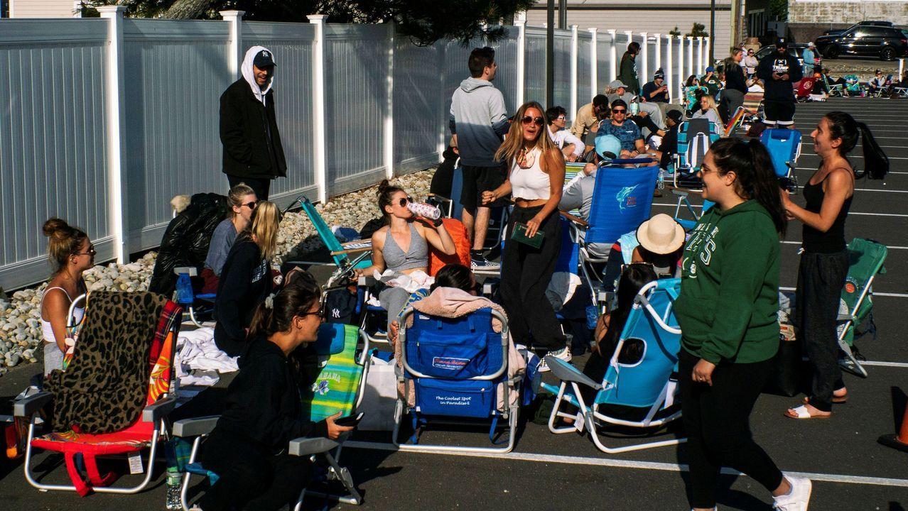 En Long Beach, Nueva Jersey, se crearon colas para ir a la playa en el primer día tras el levantamiento de las restricciones