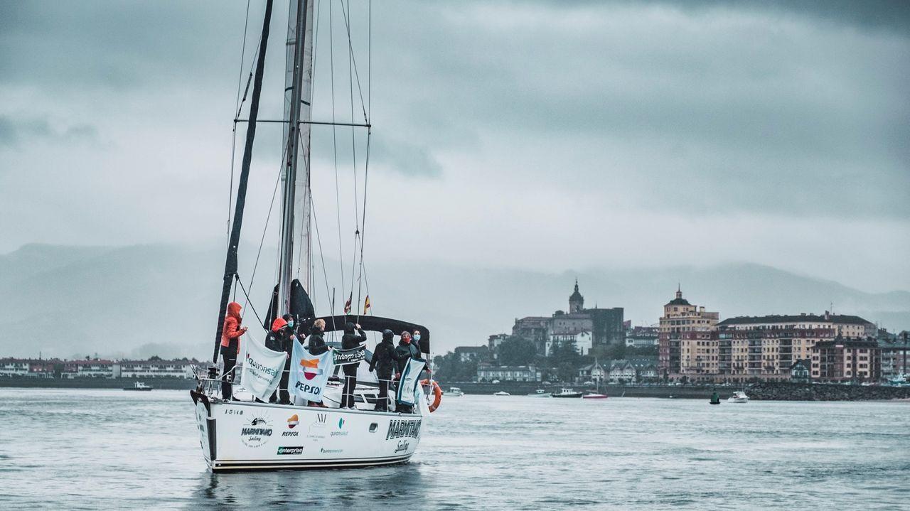 Así se vivióel Campeonato Gallego por Equipos de Optimist, en Cabo de Cruz.El buque insignia de la travesía, con tripulación totalmente femenina, partiendo este viernes de Fuenterrabía