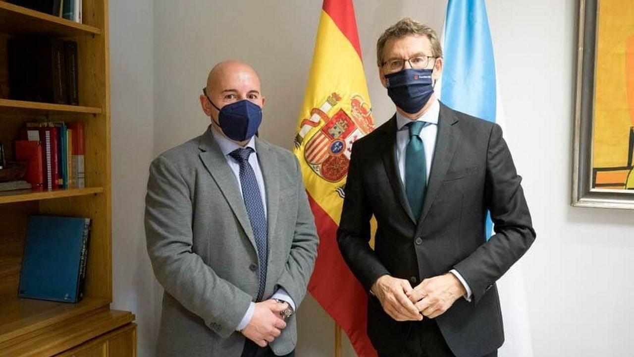 Así es el aspecto de la carretera nacional que une Lugo y Ourense.El alcalde de Friol junto al presidente de la Xunta