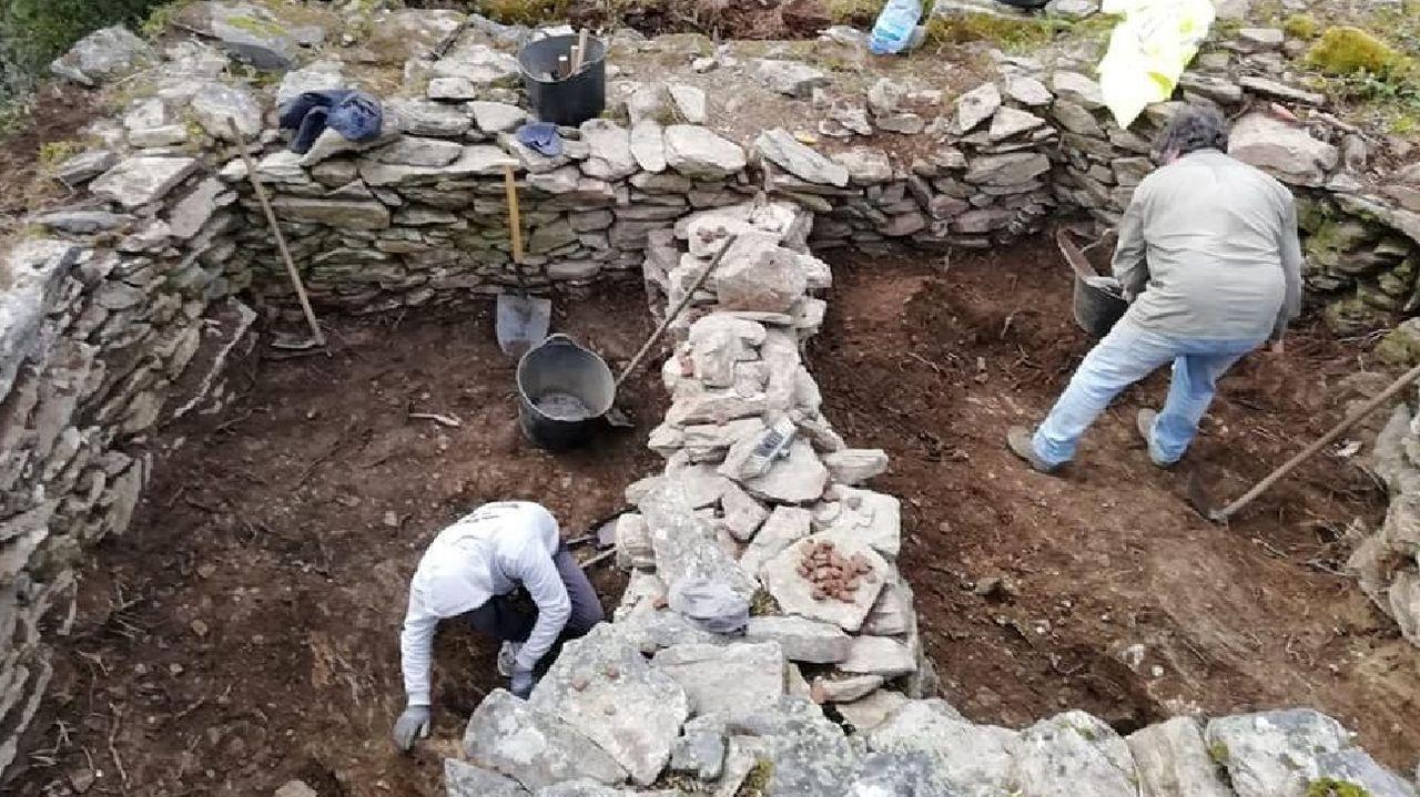 Una de las excavaciones arqueológicas realizadas en Vilachá de Salvadur dentro del proyecto Adegas da Memoria