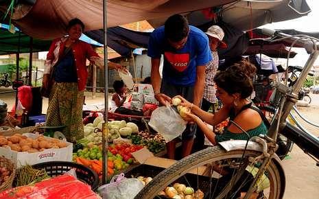 Suelen comprar la comida en los mercados, en donde es muy barata