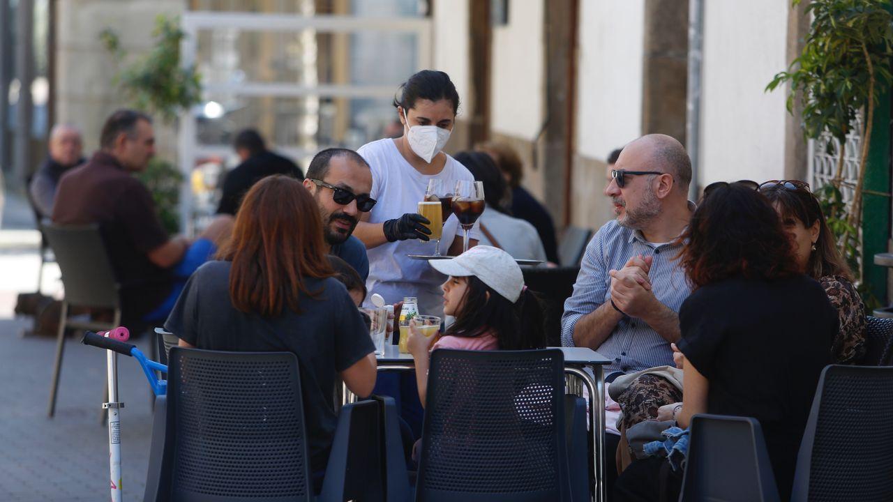 Reuniones familiares de domingo en las terrazas de Pontevedra