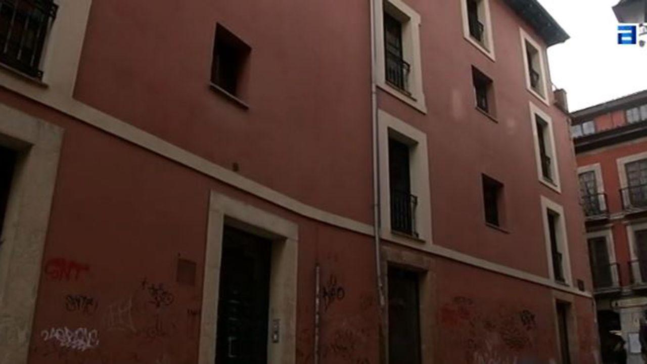Identifican a los okupas de un edificio de A Falperra.Edificio Okupado en el Antiguo de Oviedo
