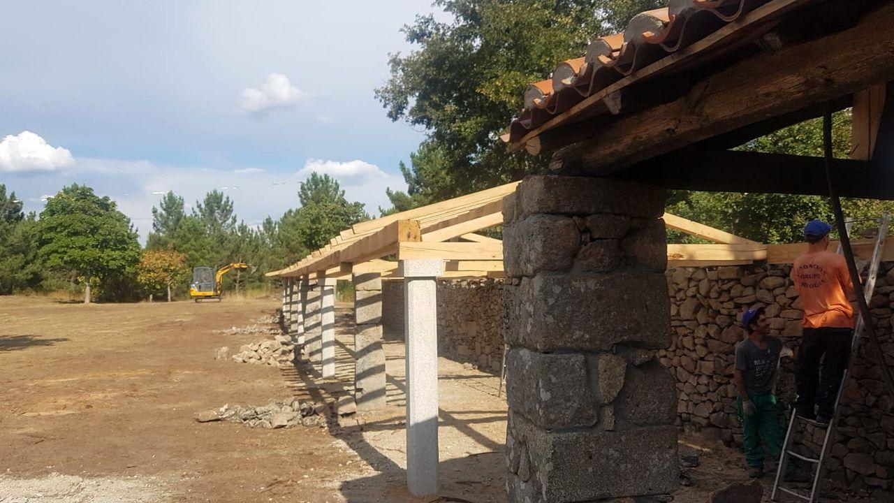 Imágenes de un antiguo poblado minero.As obras estarán terminadas en novembro, segundo as previsións do Concello