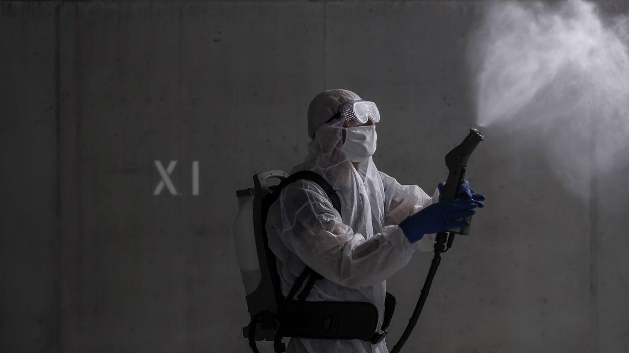 Así se vive la pandemia de una punta a otra del planeta.El mariscal Jalifa Haftar grabó su alocución en un lugar sin especificar de Libia