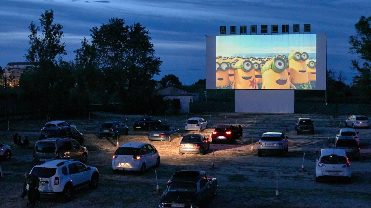 El autocine «Drive-in» de Dénia ha sido el primer cine en reabrir en España tras la declaración del estado de alarma