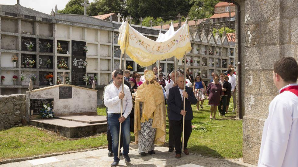 Alfombras y procesión de Corpus en Salto (Vimianzo)